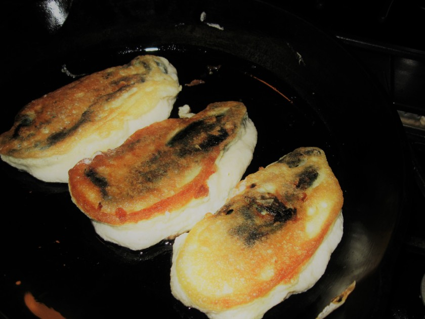 chiles-rellenos-frying